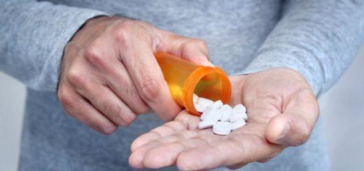 Mężczyzna przyjmujący leki psychotropowe