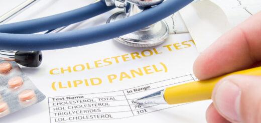 Coraz więcej badań pokazuje jednak, że probiotykoterapia może mieć również wpływ na parametry, które nie zawsze kojarzą się nam ze zdrowiem jelit. Takim parametrem jest stężenie cholesterolu we krwi.